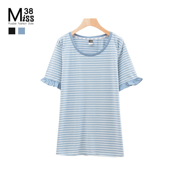 Miss38-(現貨)【A03806】大尺碼短袖上衣 顯瘦條紋 木耳邊 純棉彈力 寬鬆遮肉 圓領休閒T恤 -中大尺碼