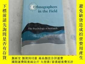 二手書博民逛書店Ethnographers罕見in the Field The Psychology of ResearchY