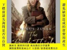 二手書博民逛書店The罕見Book Thief 偷書賊 英文原版 作者: 出版社