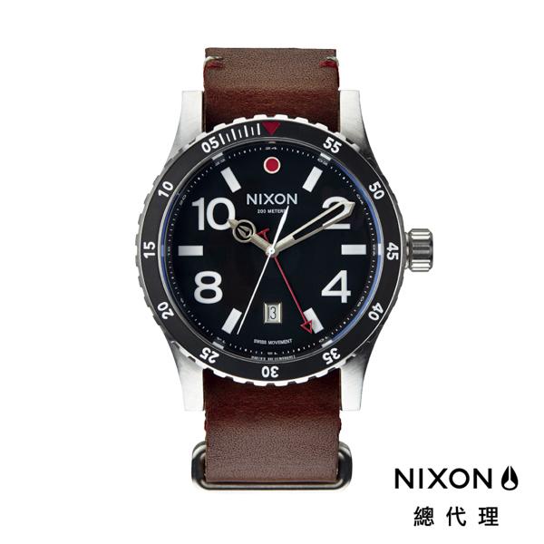 【官方旗艦店】NIXON DIPLOMAT 正裝錶 高階款 藍寶石鏡面 咖啡 潮人裝備 潮人態度 禮物首選