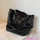 鉚釘包質感包包2021新款時尚女包手提百搭洋氣小眾側背大容量鉚釘 JUST M