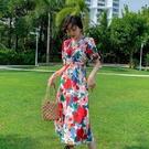 碎花洋裝 法式復古V領碎花連身裙女2021新款夏收腰顯瘦氣質泡泡袖度假裙子 艾維朵