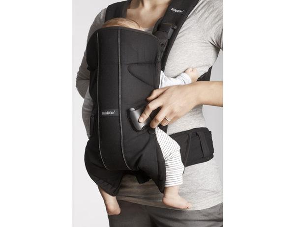 Baby Bjorn ONE多功能抱嬰袋(棉)-黑色、卡其色、黑銀、藍條、咖啡