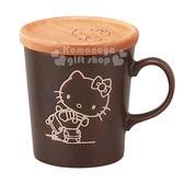 〔小禮堂〕Hello Kitty 日製木蓋馬克杯《深棕.溜冰.300ml》日本YAMAKA精緻陶瓷 4979855-20720
