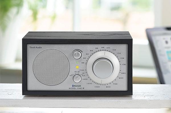 送聲寶雙USB充電器【Tivoli Audio】 Model One BT AM/FM 藍芽桌上型收音機(黑木紋)