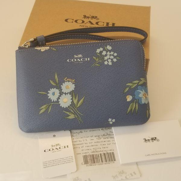 美國COACH 金色馬車 精美小手拿錢包最新設計 藍色 幸運花語系列 經典款 新品上市 限量優惠 $1180
