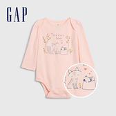 Gap嬰兒 布萊納小熊系列 童趣風格印花長袖包屁衣 622937-粉色