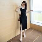 吊帶洋裝 2021春秋新款黑色氣質吊帶連身裙女V領性感小黑裙開叉內搭中長裙 伊蒂斯