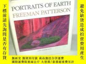 二手書博民逛書店Portraits罕見of Earth (Inscribed c