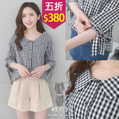 【五折價$380】糖罐子格紋V領後鬆緊袖綁帶棉麻襯衫→預購【E53807】