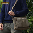 英國傳統的設計風格 使用經典帆布和高檔皮革 展現獨特大方優雅的氣質 尺寸:H25xW30xD10cm