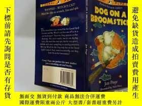 二手書博民逛書店Dog罕見On A Broomstick:掃帚上的狗Y200392