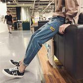 港春季新款字母貼布百搭牛仔褲男韓版修身束腿小腳褲學生哈倫褲 koko時裝店