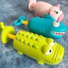 暑假出游便攜玩具兒童游泳池戲水抽拉噴水寶...