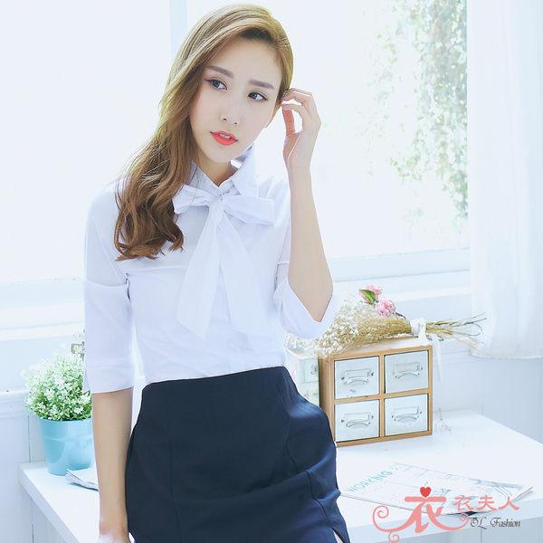*衣衣夫人OL服飾店*【A33623】34-42吋 清新條紋附領巾七分袖襯衫( 白)