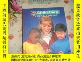 二手書博民逛書店英文原版《The罕見Child Care Profeission