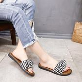 拖鞋夏季時尚外穿學生軟妹平底一字拖鞋【多多鞋包店】z7615