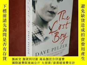二手書博民逛書店The罕見Lost Boy:A Foster Child s Search for the Love of a F