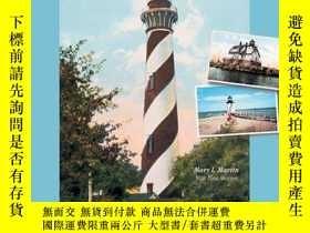 二手書博民逛書店Lighthouse罕見Views: The United States Best Beacons, As Cap