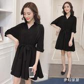 大尺碼洋裝 2019加大碼顯瘦小黑裙新款V領收腰女士裙子QW1295『夢幻家居』