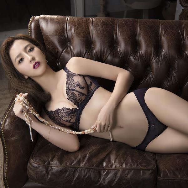 思薇爾-午夜巴黎系列M-XL蕾絲刺繡低腰三角內褲(深魅藍)