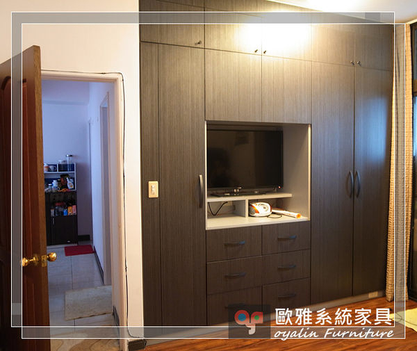 【歐雅系統家具】系統家具 系統收納櫃 小孩房設計 深色木紋主臥衣櫃 多功能收納櫃