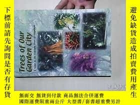 二手書博民逛書店Trees罕見of Our Garden City ——A Guide to the Common Trees o