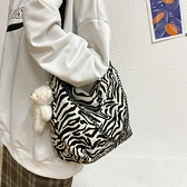 斜挎包 包包2021新款潮大容量斑馬紋斜挎包女百搭ins單肩法國學生上課包