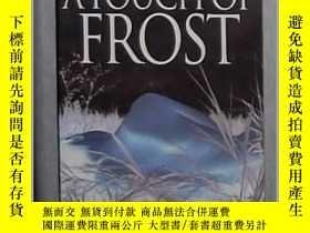 二手書博民逛書店英文原版罕見A Touch of Frost by R.D. W