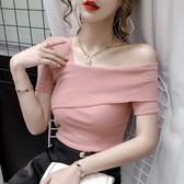 一字肩上衣一字肩粉色短袖t恤女設計感小眾夏裝修身顯瘦斜領露肩鎖骨上衣ins 雙11 伊蘿