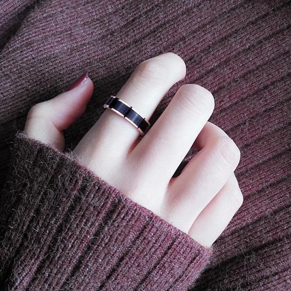 黑陶瓷戒指男女款食指時尚個性潮夸張大韓版紅鈦鋼不掉色玫瑰金 淇朵市集