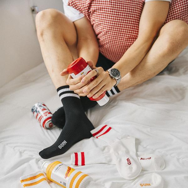 【正韓直送】韓國襪子 百搭雙條紋加大男性中筒襪 男襪 足球風長襪 型男必備 哈囉喬伊 M49