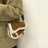 馬鞍包 羊羔毛絨包包女2021新款潮秋冬時尚寬帶側背包復古百搭斜背馬鞍包 美物