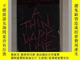 二手書博民逛書店英文原版罕見A Thin Dark by Tami Hoag 著