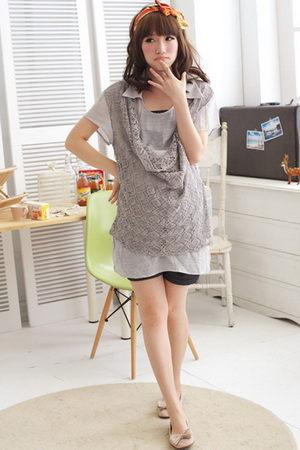 立領縷空蕾絲拼接設計孕婦長版上衣 2色【EC2333】孕味十足 孕婦裝