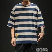 夏季日系粗條紋短袖T恤男士加肥加大碼胖子寬鬆上衣潮牌半袖體恤 依凡卡時尚