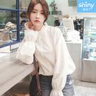 【V3392】shiny藍格子-秋薰芳恬‧純色木耳邊喇叭袖襯衫上衣
