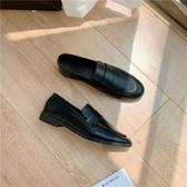 配西裝的小皮鞋女 英倫學院風黑色復古軟皮學生百搭一腳蹬樂福鞋