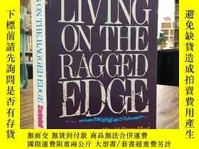 二手書博民逛書店LIVING罕見ON THE RAGGED EDGEY163 如圖 如圖 出版1985
