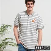【JEEP】網路限定 時尚狐狸圖騰條紋短袖POLO衫-灰