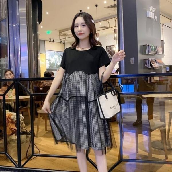 漂亮小媽咪 韓系格子紋短袖洋裝 【D7304】 格紋 傘狀 網紗 拼接 短袖洋裝 孕婦洋裝 孕婦裝