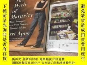 二手書博民逛書店英文原版罕見the Myth of Maturity -- wh