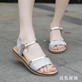 金色涼鞋女平底鞋仙女風低跟一字帶平跟厚底夏季鞋子2019新款度假WL3321『黑色妹妹』
