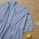 洋裝 渡假風刺花V領直條紋棉麻洋裝 單色-小C館日系