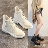 白色馬丁靴女英倫風潮大尺碼新款百搭網紅顯瘦加絨平底靴子女冬短靴 qf31145【MG大尺碼】