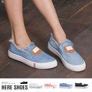 [Here Shoes]校園百搭款 英文皮牌牛仔抽鬚 平底圓頭包鞋 帆布鞋 休閒鞋 懶人鞋 3色─AWE08