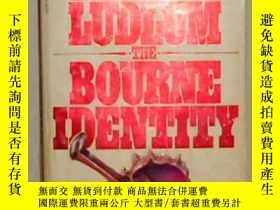 二手書博民逛書店英文原版罕見The Bourne Identity by Rob