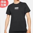 【現貨】Nike Dri-FIT 男裝 短袖 棉質 休閒 排汗 乾爽 側邊開衩 印花 黑【運動世界】CZ2575-010