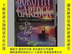 二手書博民逛書店英文原版罕見On Tall Pine Lake by Dorot