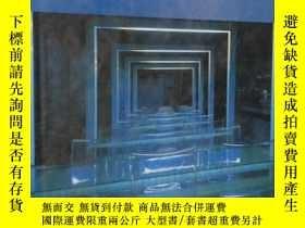 二手書博民逛書店Transparent罕見Light 透明的光線 設計中的光線應
